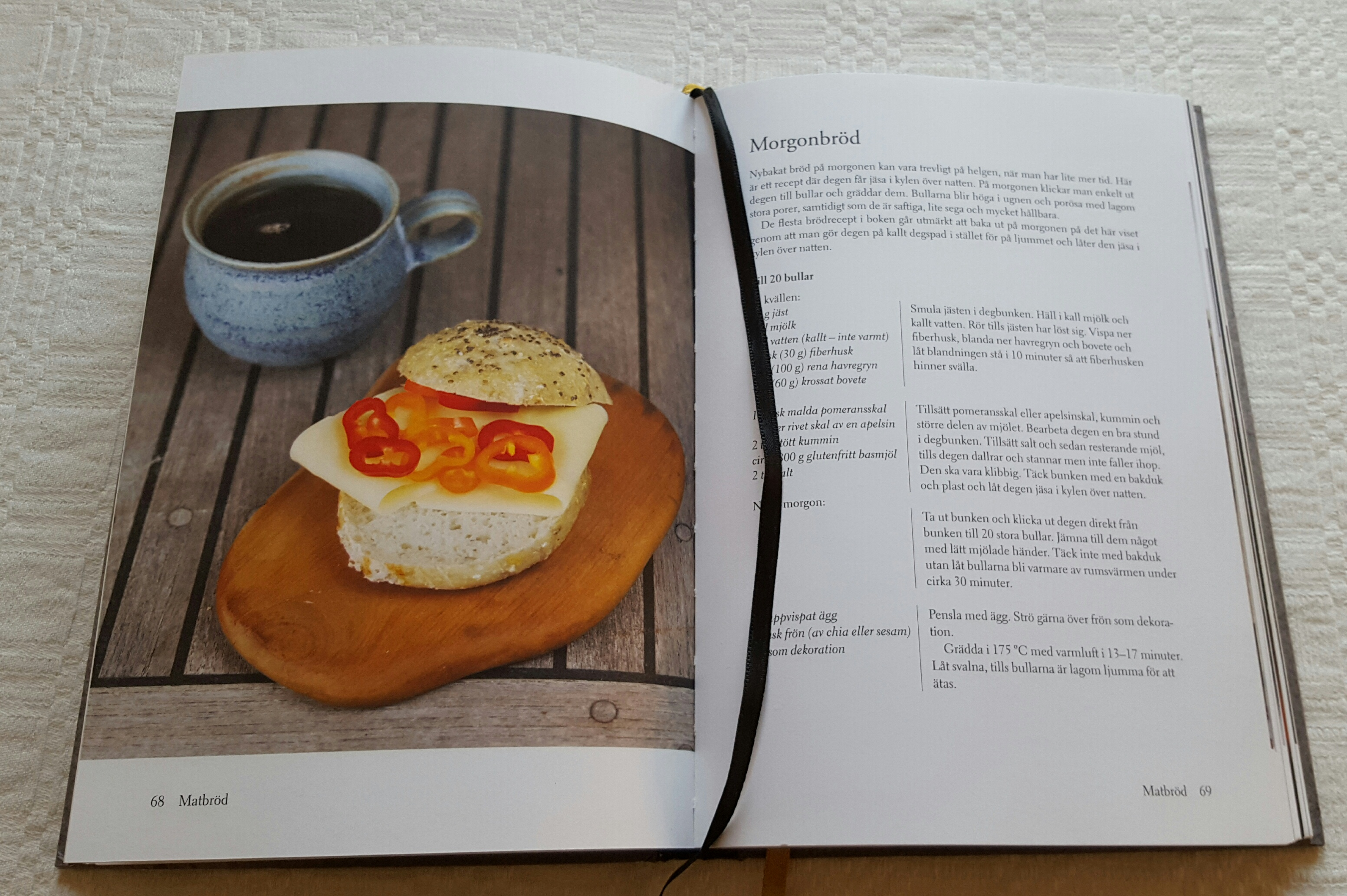 """Morgonbröd ur boken """"Glutenfritt - gott och enkelt"""" av Margareta Elding-Pontén och med bilder av Hans Björck."""